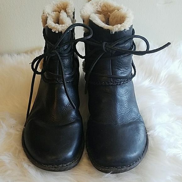 b8c13b3a7c3 UGG women's Caspia Lace boots